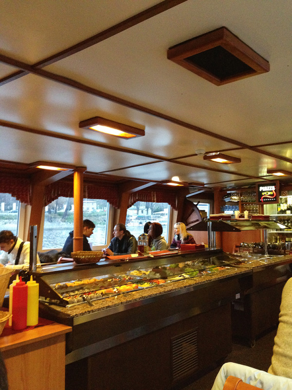 Еда...) на кораблике