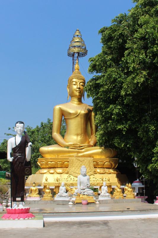 Вход в Wat Manee Praison