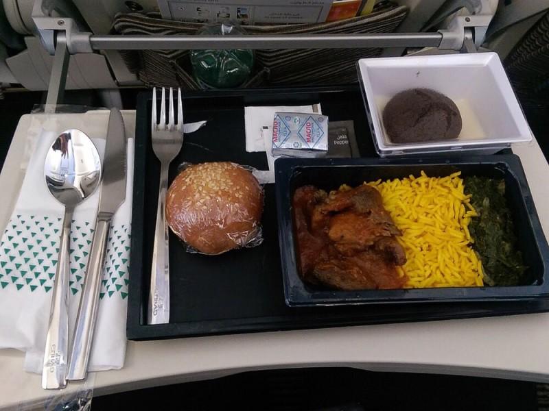 Обед в самолете