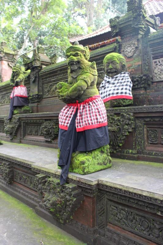 Статуи у храма обезъян