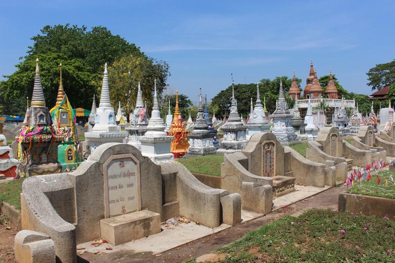 Очень необычное кладбище