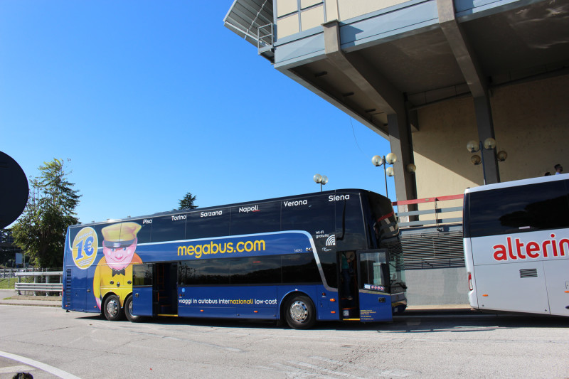 Автобус Megabus