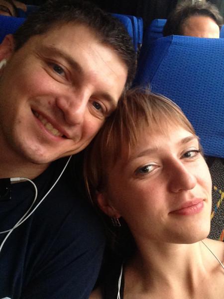 Сели в автобус )