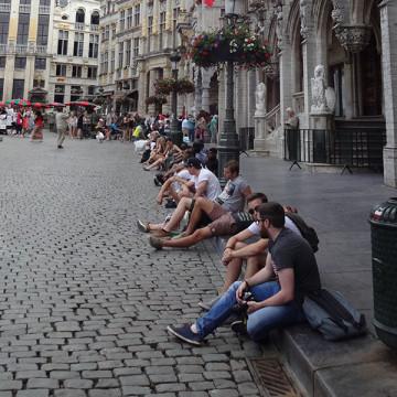 люди на Grand Place