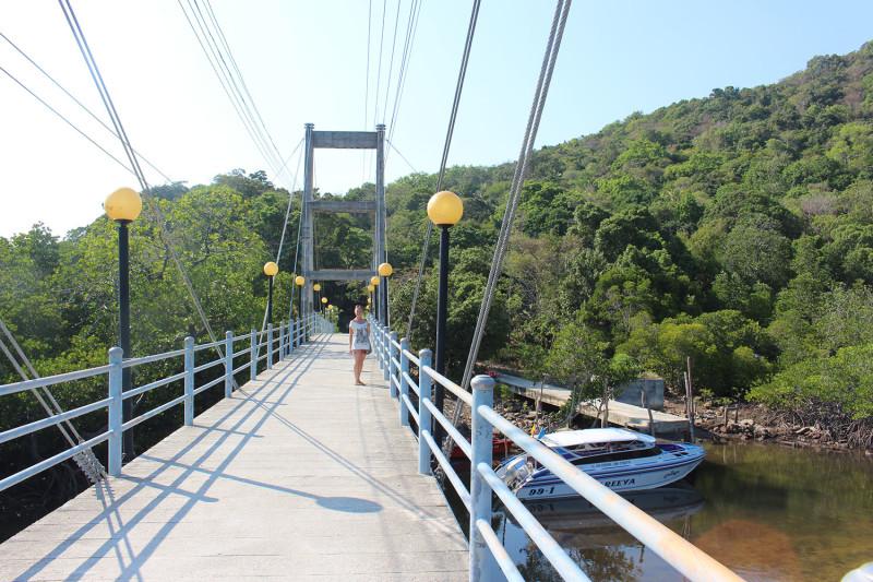 Мост на еще одну часть острова