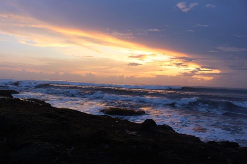 Закат и волны