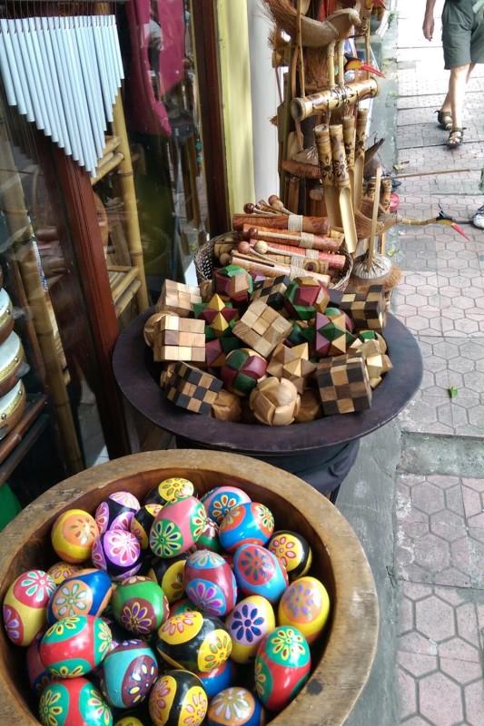 Куча деревянных головоломок
