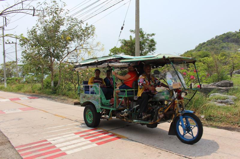 Тайцы едут с пляжа
