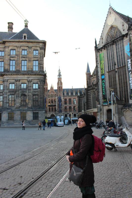 Викуля рядом с Nieuwe Kerk