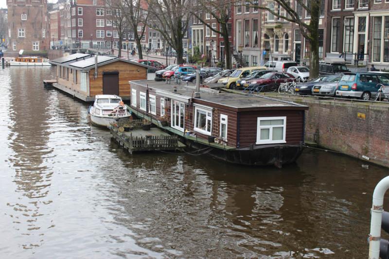 Жилье на лодке