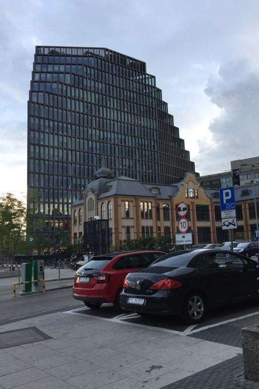 Современное здание Познань